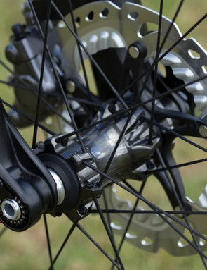 A new hub design claim a 33g weight reduction compared to previous M980 versions. Shimano is sticking with its cup and cone bearing design