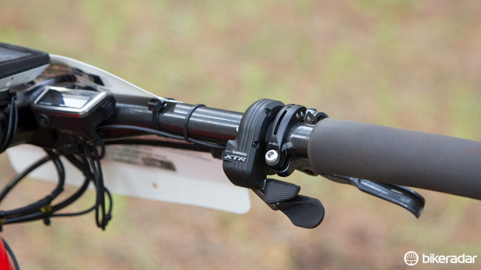 The XTR Di2 M9050 'shifter' offers adjustable lever reach. A tactile shift feel resembles a mechanical groupset, but with less effort of course