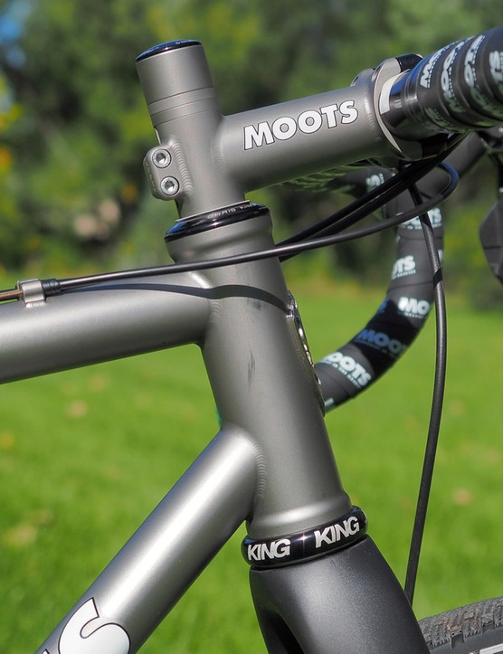 The 44mm diameter head tube can accommodate straight or tapered steerer tubes depending on what headset is installed