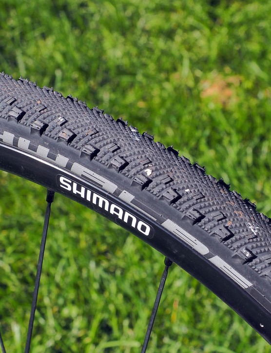 The included Schwalbe Sammy Slick tires are fast rolling but still provide reasonable grip in dirt corners. We'd recommend something more aggressive for most 'cross courses, though