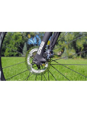 The Shimano BR-CX77 mechanical disc brakes can't match the performance of a fully hydraulic setup nor are they the sleekest shape out there, but they generate very good power with ample control