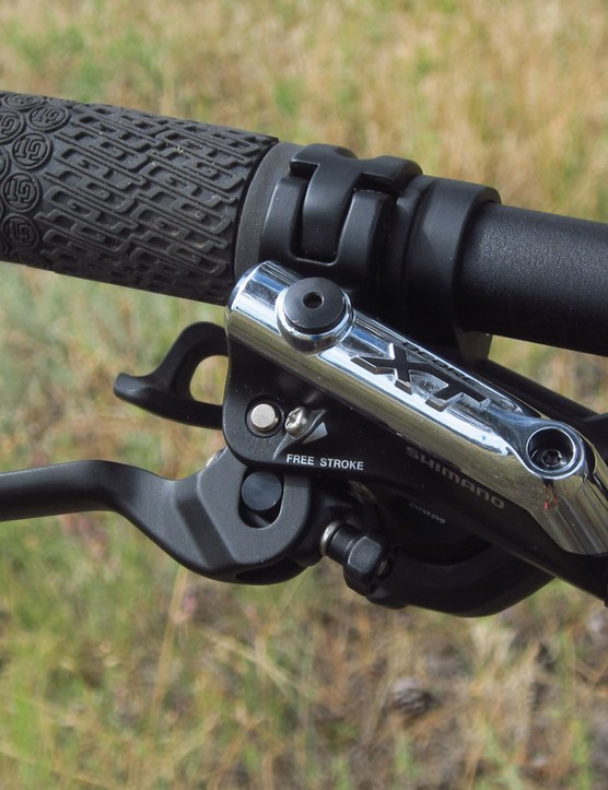 As usual, the Shimano Deore XT hydraulic disc brakes cook up fantastic power and excellent control, plus proven long-term reliability and outstanding ergonomics
