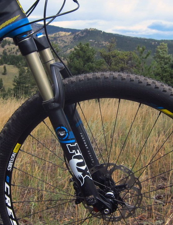 The Fox 32 FLOAT 27.5 CTD Remote FIT fork may do without the top version's slick Kashima stanchion coating, but it's smooth and composed nonetheless