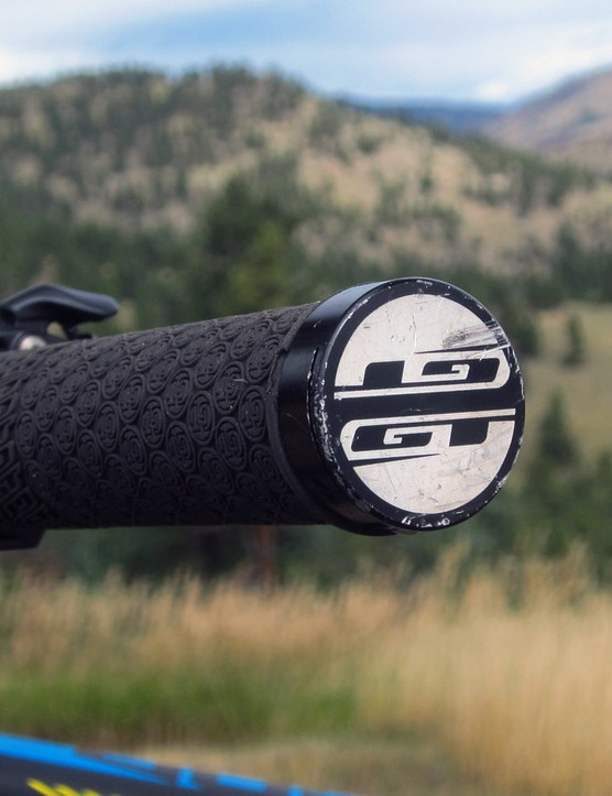 Aluminum ends on the GT lock-on grips are well suited to squeezing through tight trees and rocks - and dealing with the occasional crash