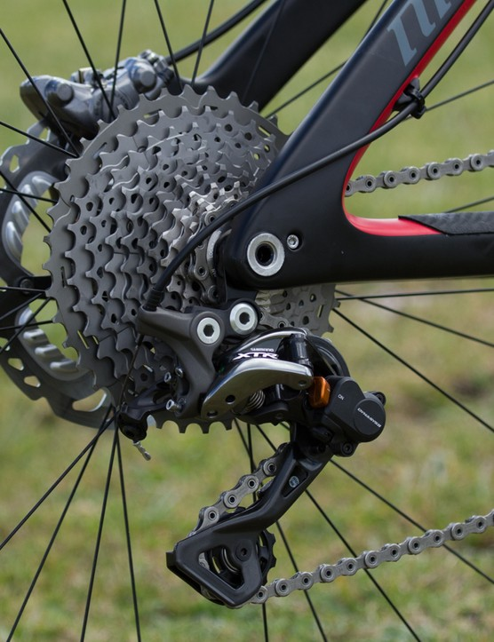 The rear derailleur is available in either a medium (GS) or long (SGS) cage. Previously users had a choice of either clutch or non-clutch models; now the clutch equipped Shadow+ is the only option