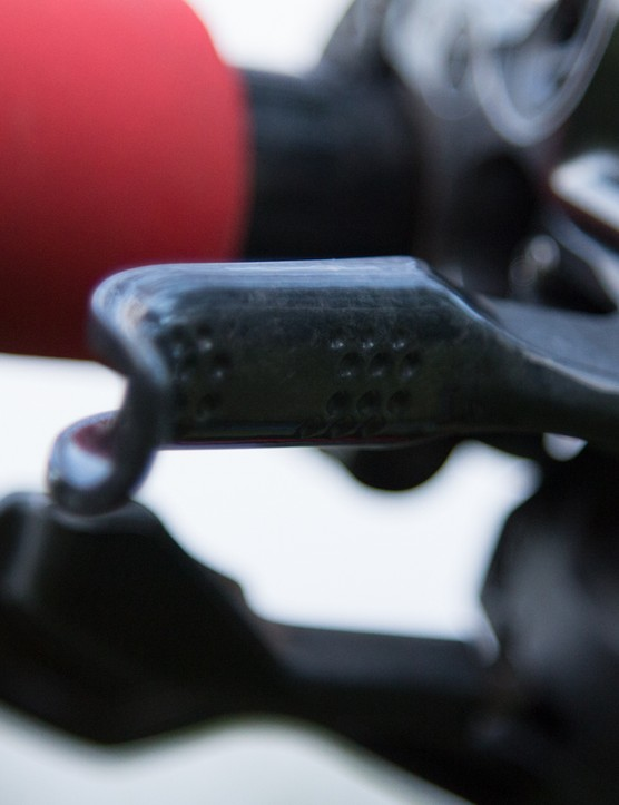 The M9000 brake features a carbon lever with a dimpled surface
