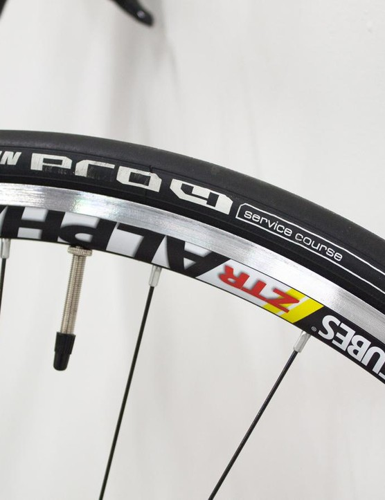The Stan's No Tubes ZTR Alpha 340 wheels are shod in Michelin Pro 4 tyres