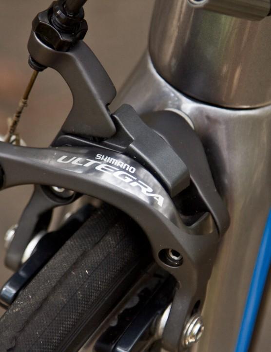 The Ultegra 6800 brakes offer reliable speed checks