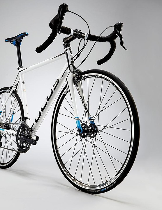 The Culebro's steepish head angle and elongated top tube make for a snappy experience