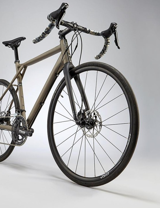 The Grade Alloy shares its carbon sibling's geometry