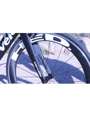 The HED Jet 6 Plus SCT clinchers are good wheels, but not up to snuff with the frame