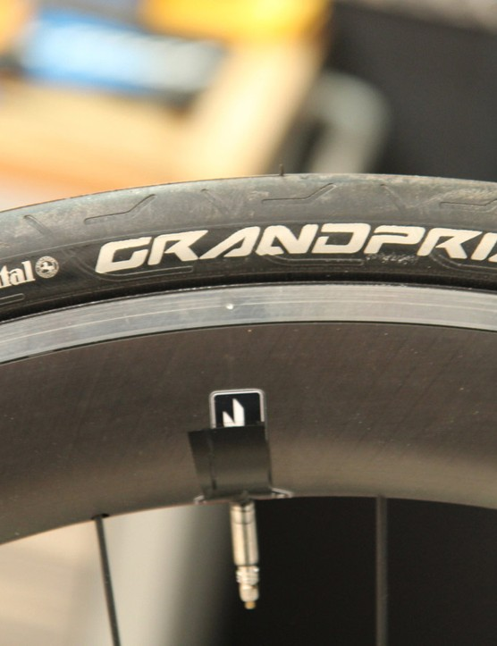 The 25mm-wide Hed rims plump up the 23mm GrandPrix clinchers. Note that the aero shape is a fairing