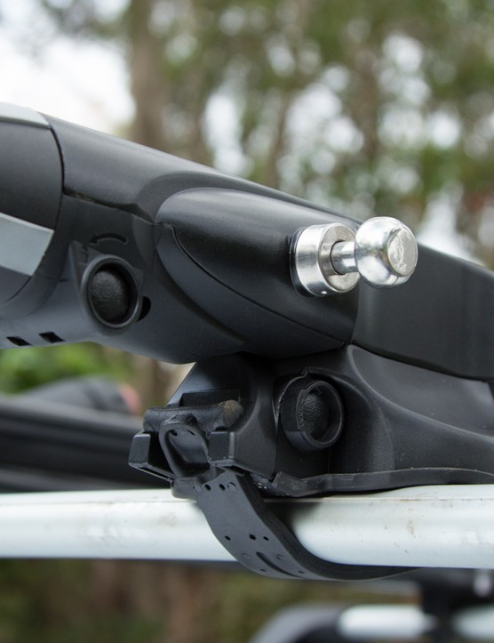 The Thule Sprint's bullet-like knob on the front is what controls the clamping system
