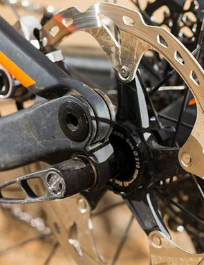 Production bikes should get the latest Shimano XTR M9020 brakes, rather than the older all-metal M985s