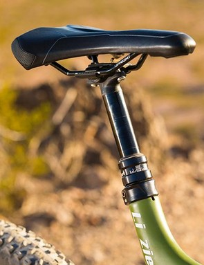 A RockShox Reverb Stealth dropper post forms part of the Reign's excellent value kit