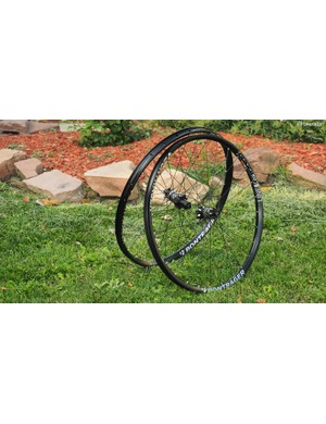 The new Bontrager Line Elite TLR Disc 27.5 wheels are a bit heavy at around 1,900g complete but they're generously wide and noticeably stout
