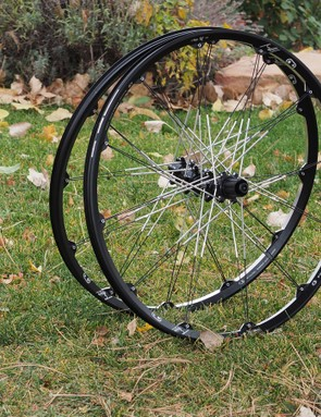 As is usually the case with Crankbrothers products, the Iodine 3 wheels boast an undeniably distinctive look what with their uniquely machined rims, novel aluminum/steel hybrid spokes, and paired lacing pattern