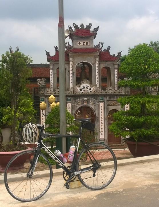 Tomi Kulmala's 2013 Ridley Fenix, taking a rest in this beautiful spot in northern Vietnam