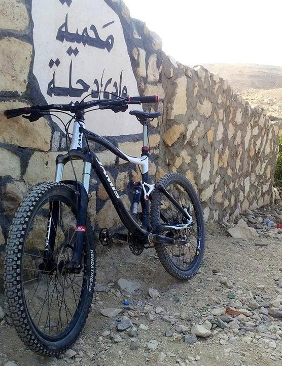 Dave Haik's 2011 Jamis Dakar XCT4 finding shade in Wadi Degla, Cairo