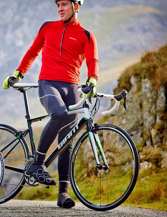 The jersey and bibs both have a relaxed fit, and do a good job of keeping you warm