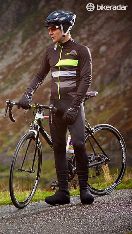 Both the bibs and jersey offer a good fit, with no excess material. The downside is that the fabric of the bibs is quite thin, which means they can get chilly in wind