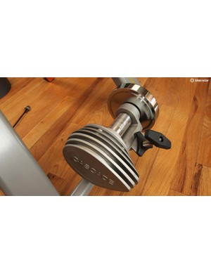 The fluid resistance unit has a 7lb flywheel for a realistic road feel. The flywheel means that sudden accelerations are faced with some inertia, and that you can coast without resistance ramping up