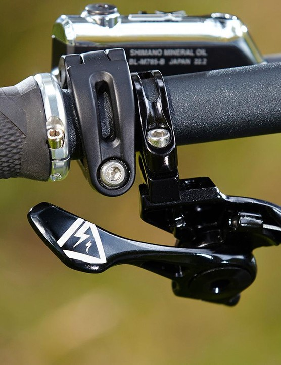 The internally routed Command Post gets Spesh's new shifter paddle style SLR remote