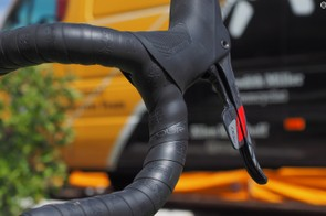 Zipp Service Course tape provides a grippy surface to hold on to