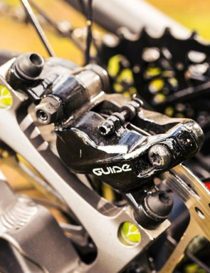 Powerful SRAM Guide brakes haul up the respectable 13.1kg mass