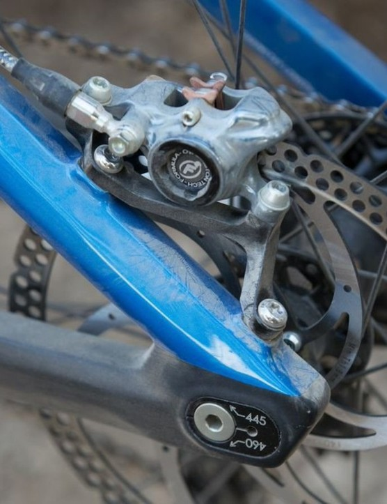 Adjustable dropouts allow either a short and snappy 445mm or a longer 460mm for faster tracks that require more stability