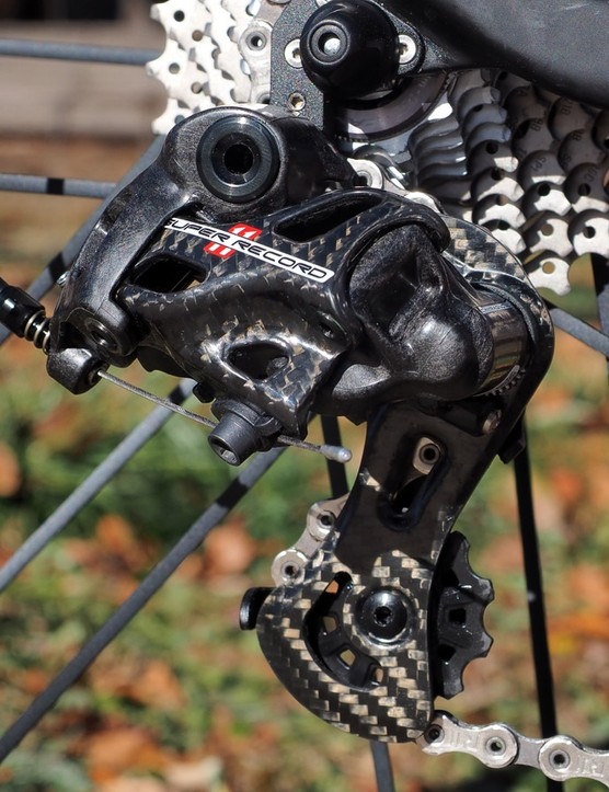 The new Campagnolo Super Record rear derailleur isn't just a vision in carbon fiber; it also sports a new geometry that wraps the chain further around the cassette than before