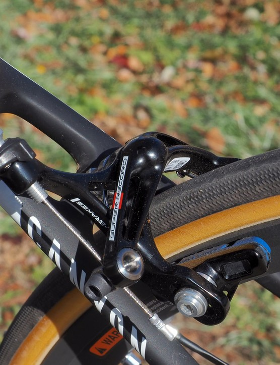 As before, Campagnolo offers a single-pivot rear brake option for riders that prefer less power out back