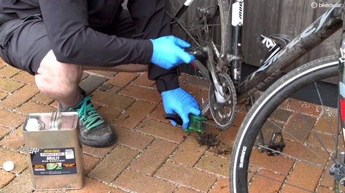 How to clean your bike: a fast yet thorough method to remove grime