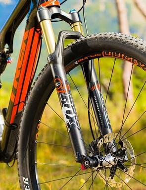 29er wheels and low tread Team Issue tyres underline the Superfly's easy speed with even more rolling efficiency and momentum sustain