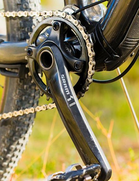 The drivetrain is SRAM X1 and X01
