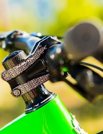 The SB6-C X01 build's bar and stem combo is Easton's Havoc 35
