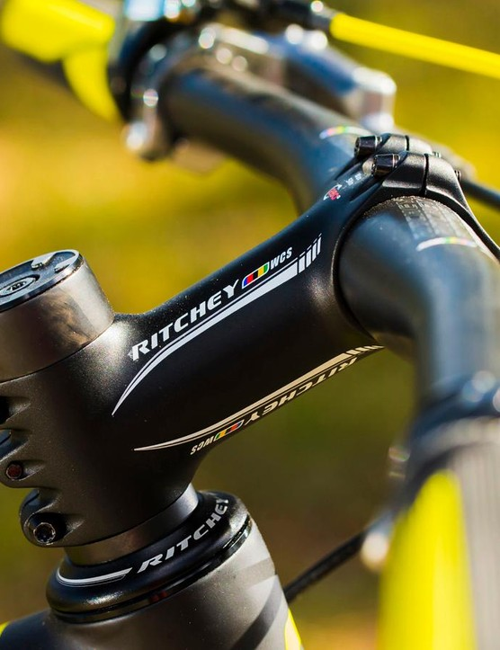 Ritchey furnishes much of the Scale's lightweight finishing kit