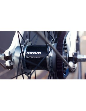 A SRAM Automatix rear hub takes care of gearing