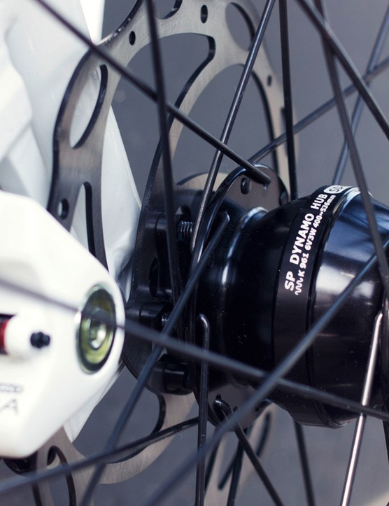 The disc brakes are finished with white lines
