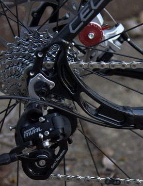 SRAM Apex/Rival gearing is featured on the Cell Brunswick