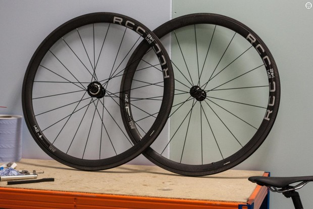 The Black Series RCC-42 wheels use Xentis rims on Tune hubs for a weight of just 1,337g