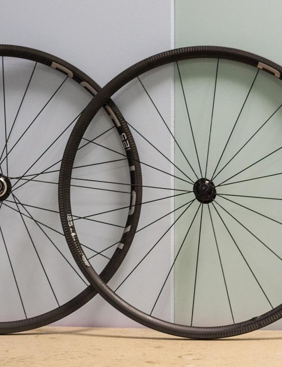The RCT-25 wheels are spectacularly light at 989g for the pair