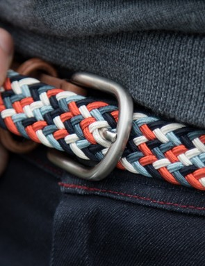 The woven belt (£80 / US$115 / AU$115) stretches as you move making it well suited to cycling too. The weave means you can adjust the buckle to sit at whichever point you choose