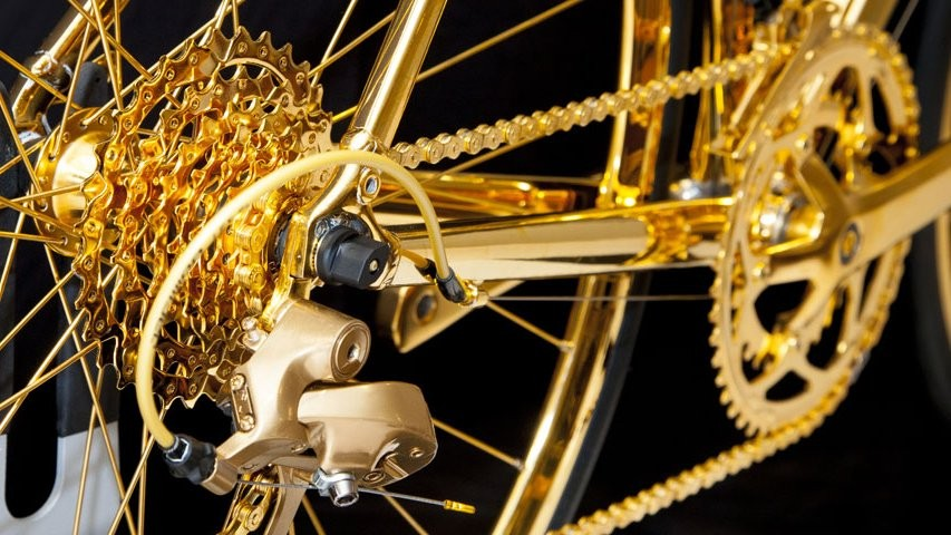 The cassette and chain look fantastically golden