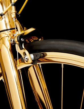 The fork, rims brakes and cabling look amazing