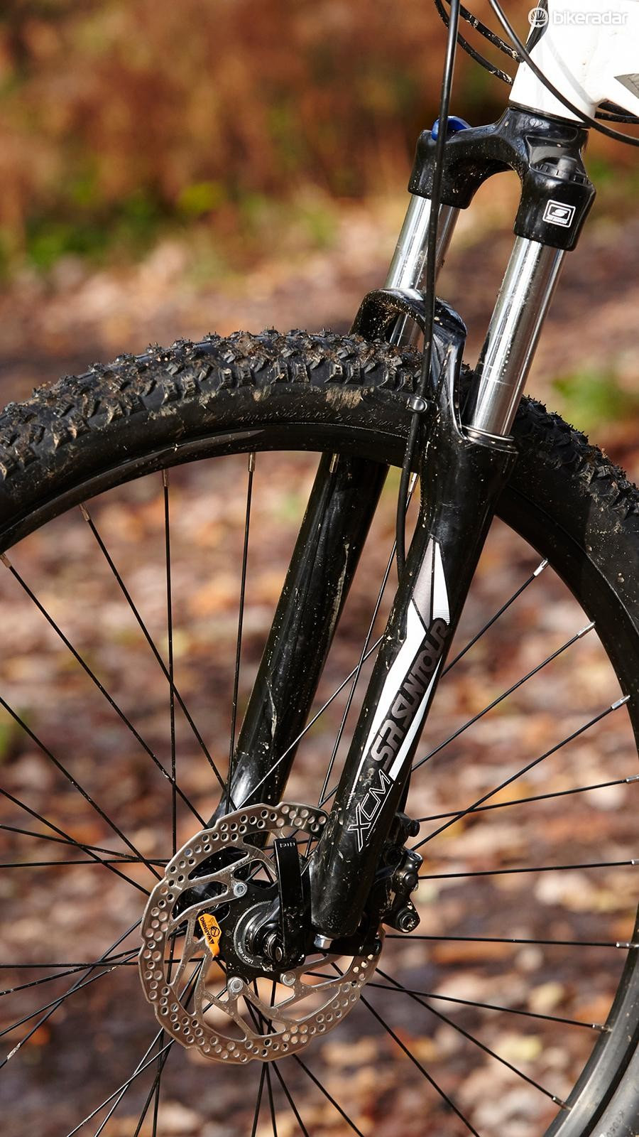 3f8ed6fcd6e Suntour's journeyman XCM fork performed acceptably on our test machine –  though Kenda's Slant Six treads