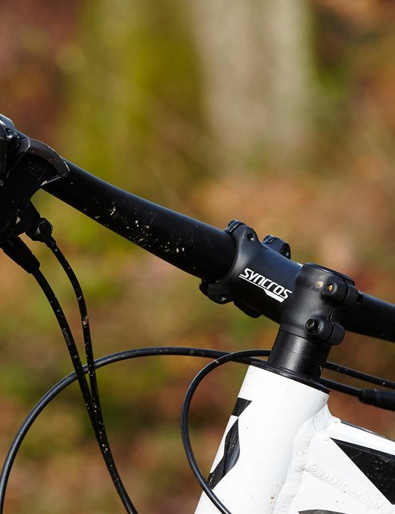 The short head tube and low handlebar shift the rider's weight forward for better handling and grip