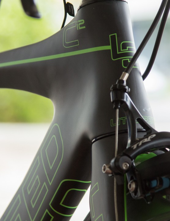 The hourglass head tube has a long trailing edge to smooth turbulent air