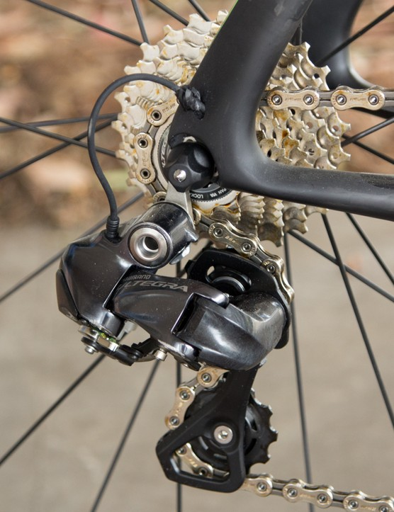 The Di2 wire pokes out just above the dropout for a short reach to the rear derailleur