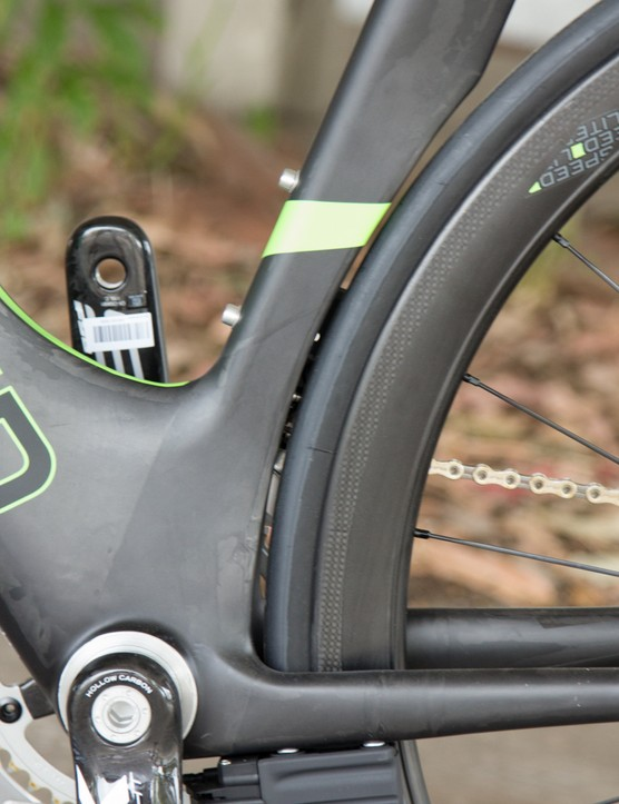 While it appears to be a tight squeeze, the seatpost cutout is scalloped in the middle, accommodating the beefy 25c Continental GrandSport tyre we tried